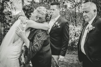 hugs-and-kisses-at-weddings-2