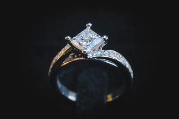 Hepburn-Springs-Engagement-Photos-26